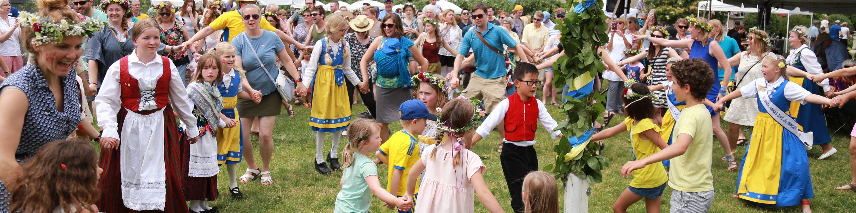 Midsommar Dancing
